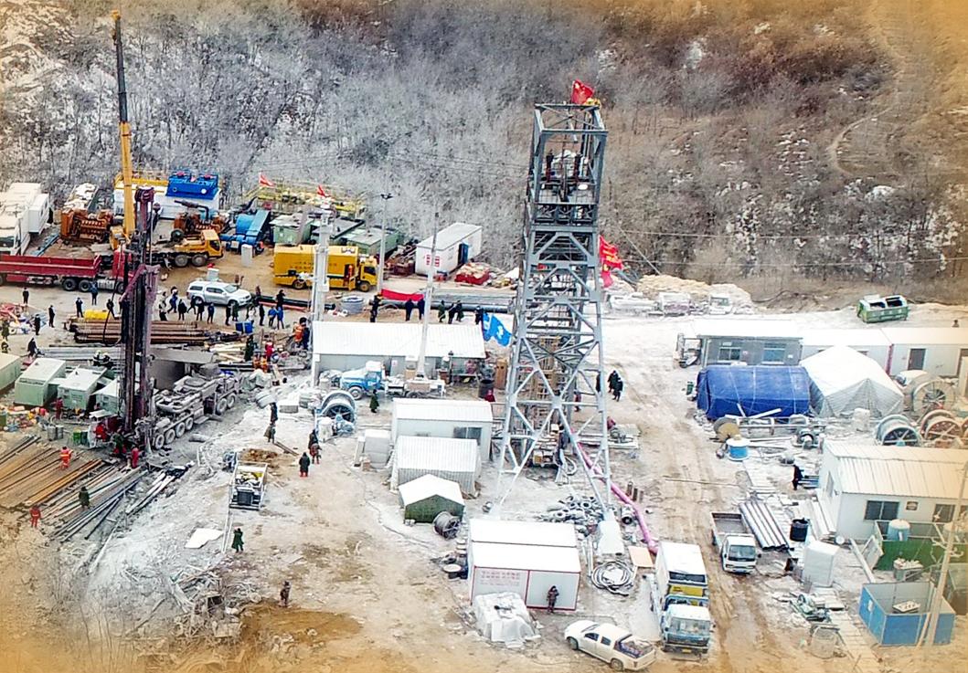 5中段被困矿工顺利转场4号钻孔处