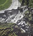 受困日本震区 20名中国游客获救