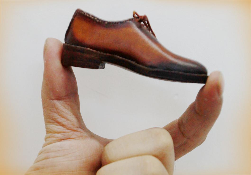 指尖上的皮鞋
