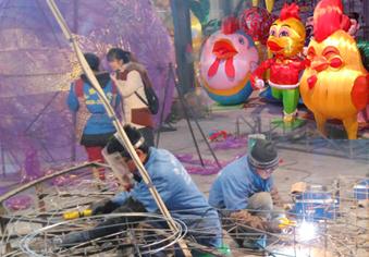来自自贡的花灯手艺人