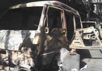 四辆车被烧只剩下骨架