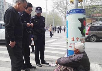 8旬职业乞丐要价千元才去救助站