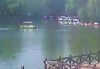 6岁男童不慎落水 短短30秒6人跳水营救