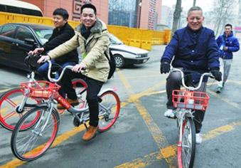 省政协委员体验摩拜单车