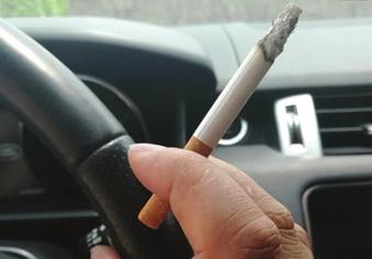 举报驾车吸烟用手机奖励10元