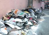愁人!建筑垃圾堆半月一度没人管