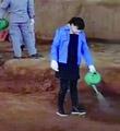 西安兵马俑坑内浇水引质疑