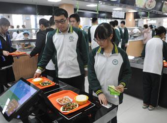 中小学生在校集中就餐人数达682万