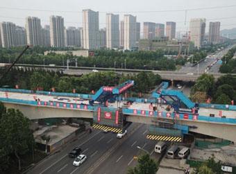 """济莱高铁顺利跨越世纪大道 省内""""2小时""""交通圈来了"""