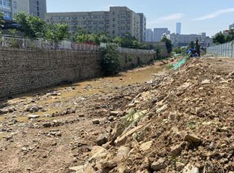 连夜抢修后,河道坍塌位置已被垫高 部分坠河车辆已由保险公司赔偿
