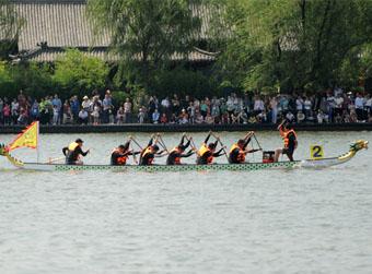 15艘龙舟竞渡业余队夺专业冠军