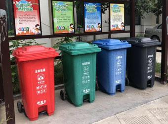 """用上分类垃圾桶的""""混投混收"""""""