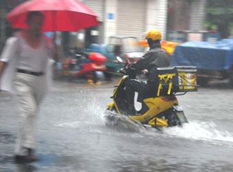 出门过七夕,别忘带雨伞