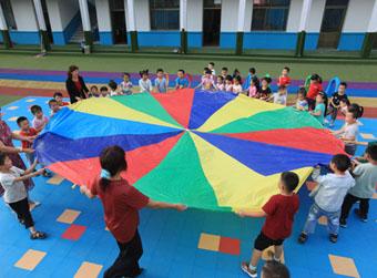 配套幼儿园与居住区应同步交付
