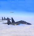 轰-6K战机越洋展翅