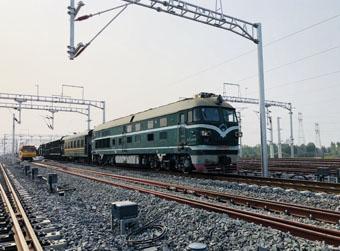 济青高铁新东站站内长轨条运输完毕
