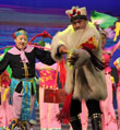 500多演员展示极具活力的民间舞蹈