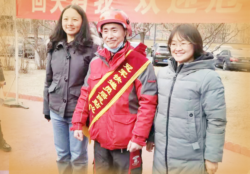 山东快递小哥辞职获挽留 北京业主办仪式迎接返岗