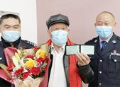 济南83岁老人成功考取驾驶证